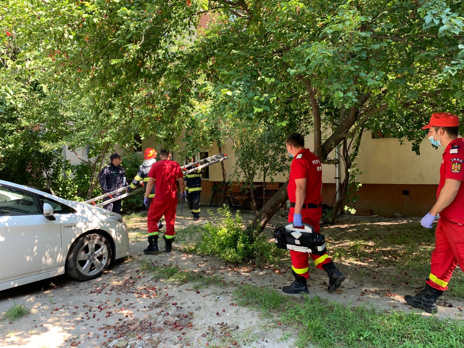 Intervenție a pompierilor după ce o femeie s-a închis din greșeala în baie, la Timișoara