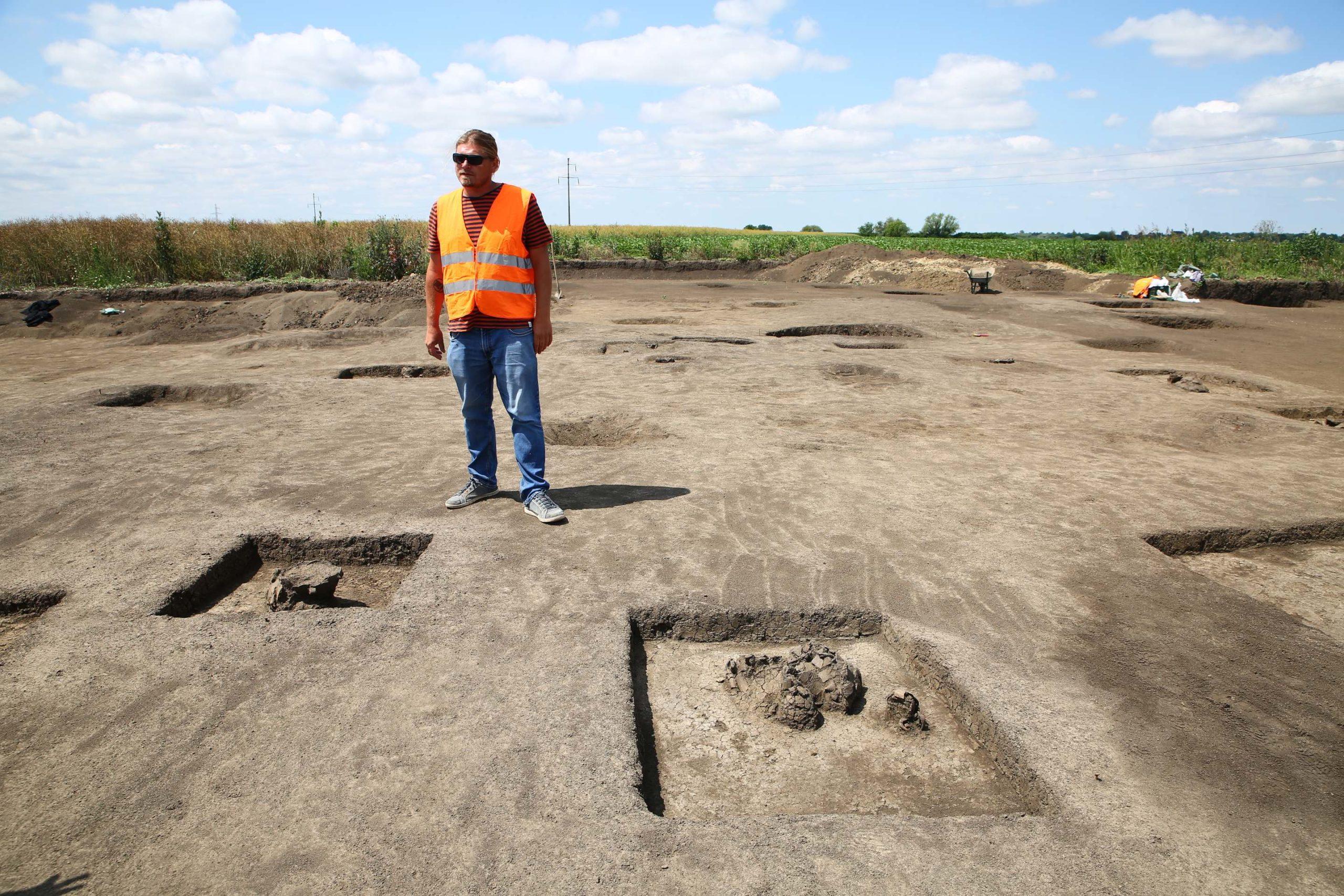 Descoperirile arheologilor de pe viitoarea centură de Sud a Timișoarei: fortificații, obiecte din os, morminte, vârfuri de săgeți