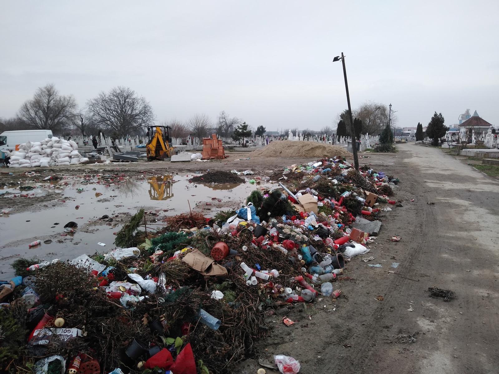 Cimitirul din Calea Buziașului, transformat în groapă de gunoi